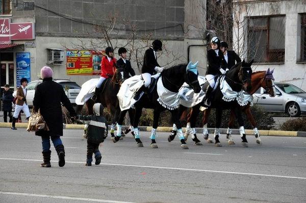 Парад Дедов Морозов прошел в Шымкенте