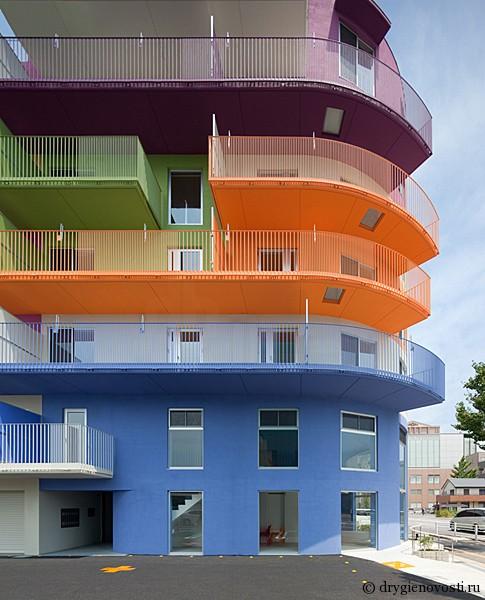 Жилой дом в Японии заиграл всеми цветами радуги